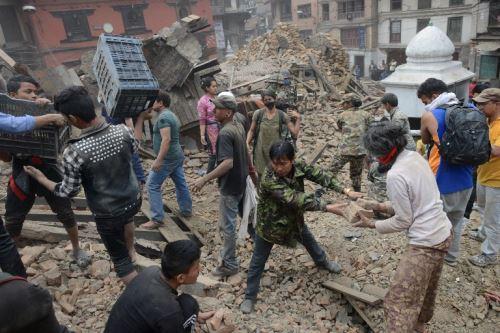 Terremoto en Nepal deja más de mil víctimas