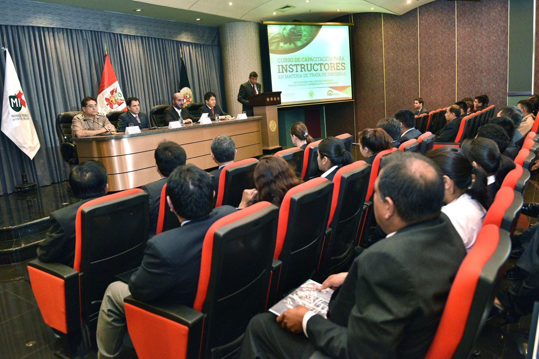 Ministro del interior insta a pnp a detener a cabecillas for Foto del ministro del interior