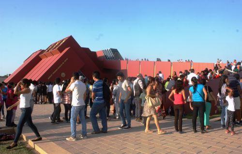 Miles de turistas nacionales y extranjeros visitaron el Museo Tumbas Reales del Señor de Sipán el lunes 18, fecha en que se celebró el Día Internacional de los Museos. ANDINA/Silvia Depaz