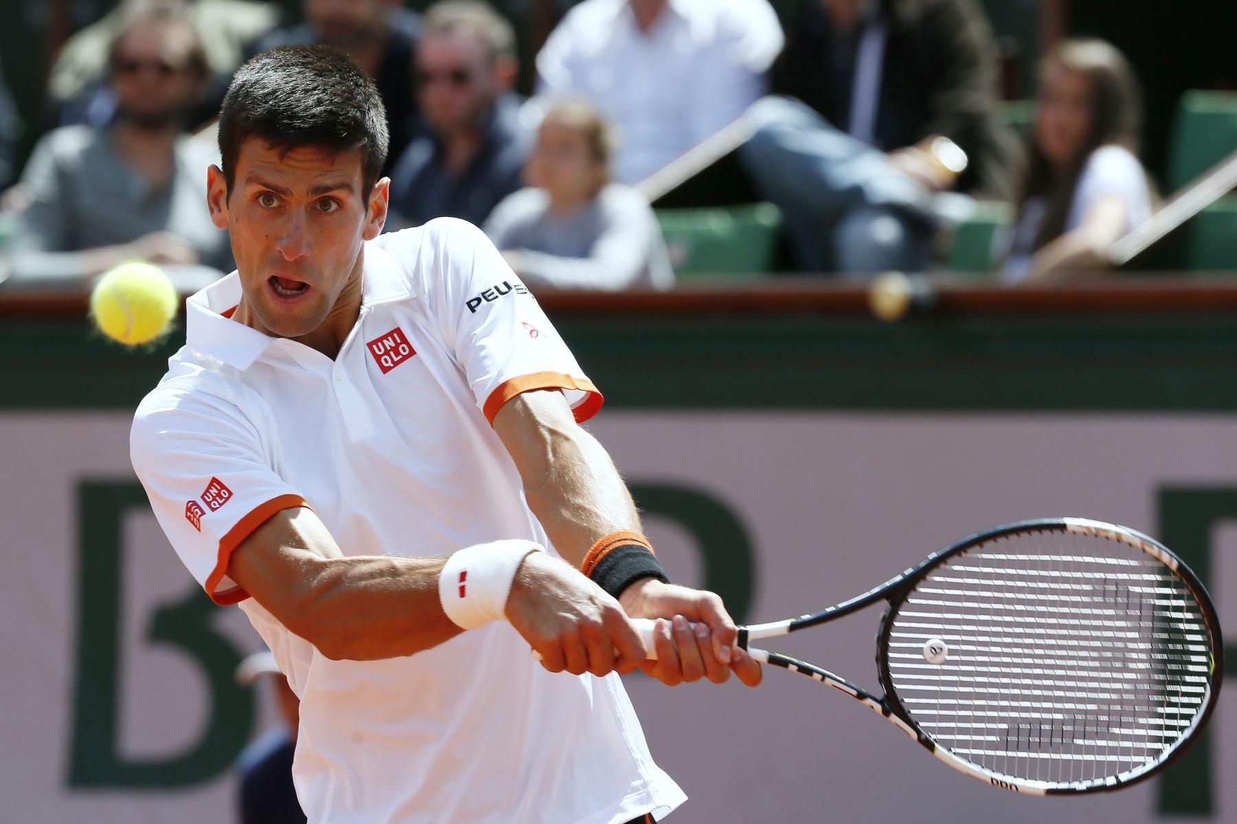 Novak Djokovic avanza con autoridad a octavos en Roland Garros