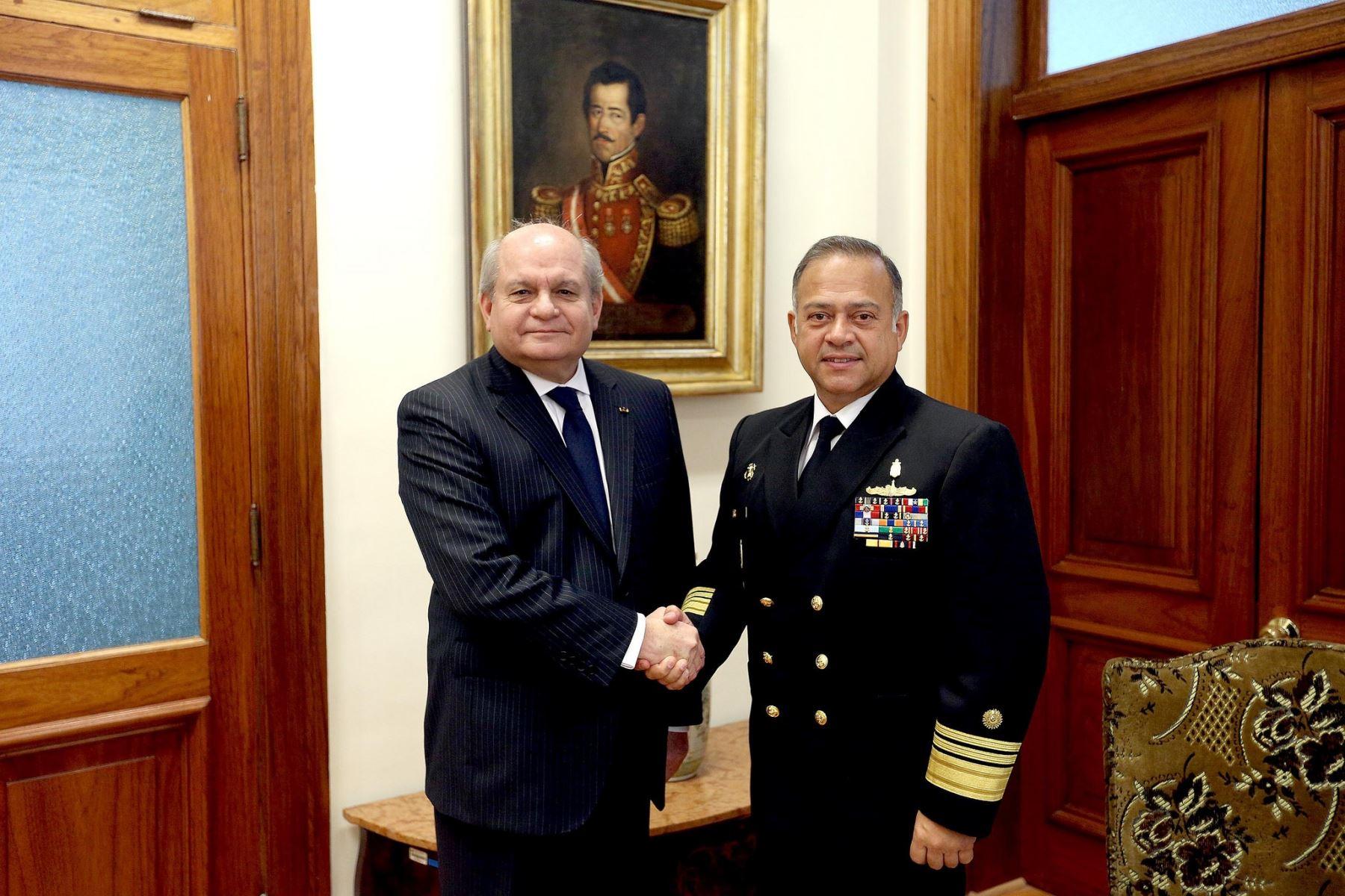 Jefe del Gabinete, Pedro Cateriano, recibió al vicealmirante Gonzalo Ríos, presidente de la JID.
