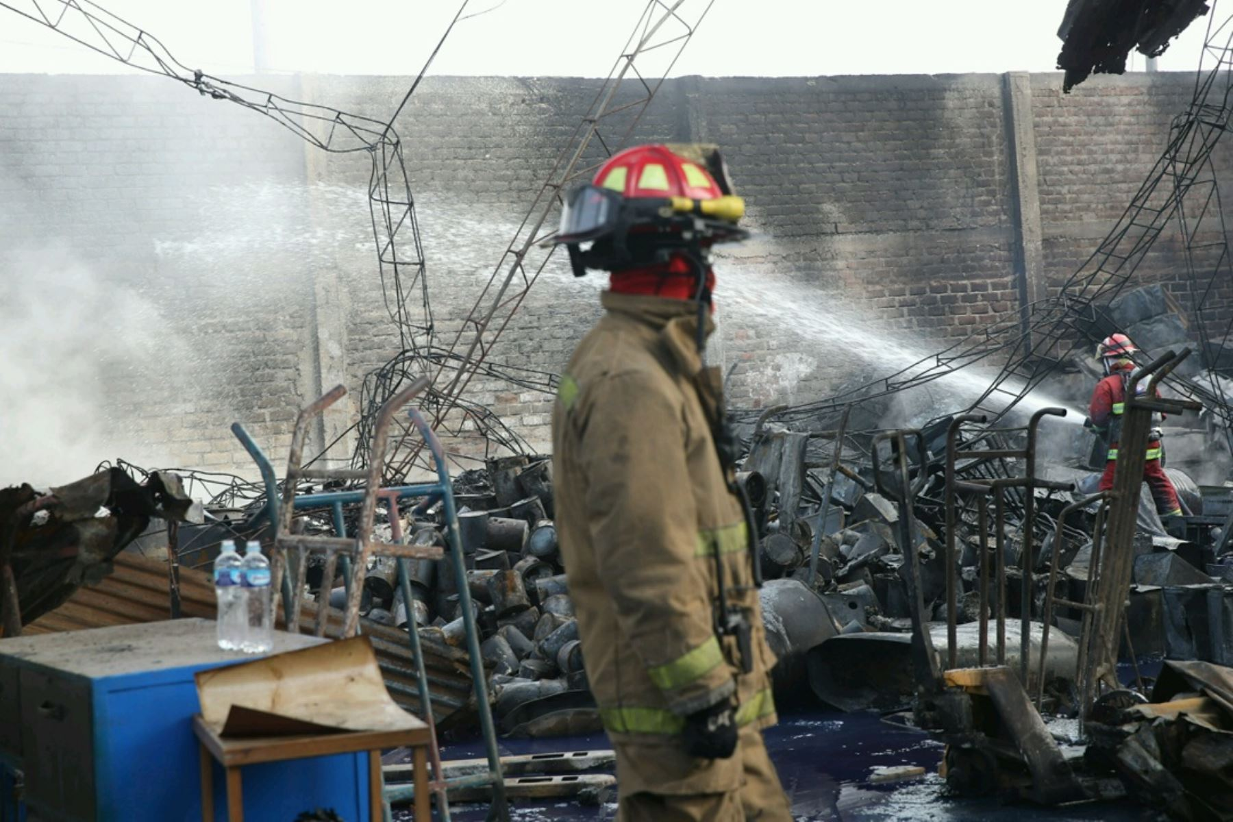 LIMA,PERÚ-JULIO 01. Incendio en fábrica de pinturas de Comas fue controlado por bomberos. Foto:ANDINA/Oscar Farje Gomero.