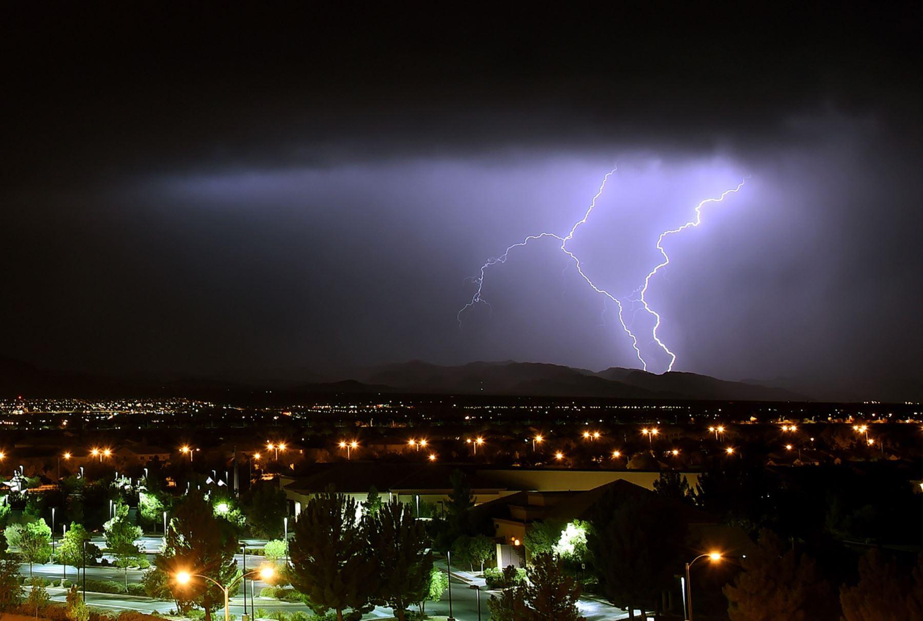 Tormente eléctrica al oeste de Las Vegas, Nevada.  Ethan Miller / Getty Images / AFP