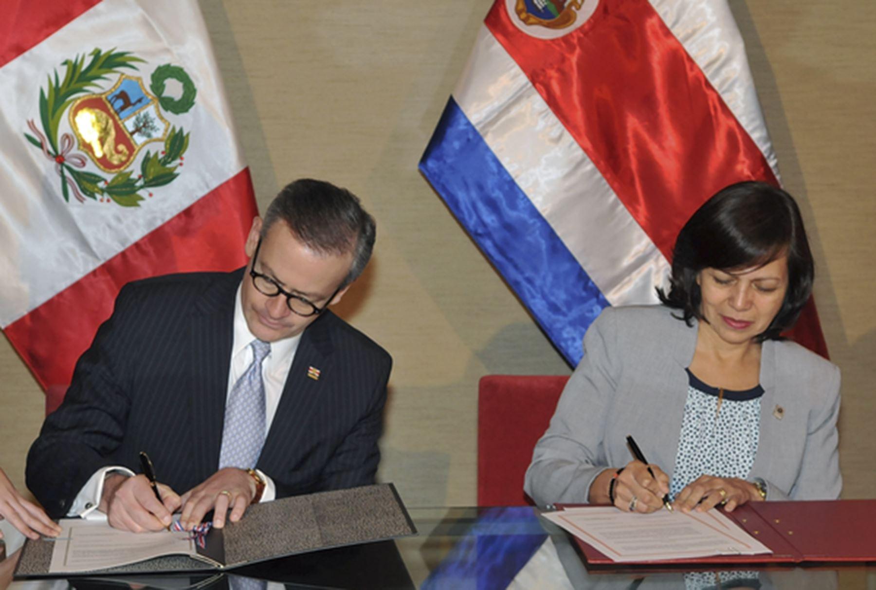 Peruanos podrán viajar a #CostaRica sin necesidad de #visa http://bit.ly/1Kvc3hY