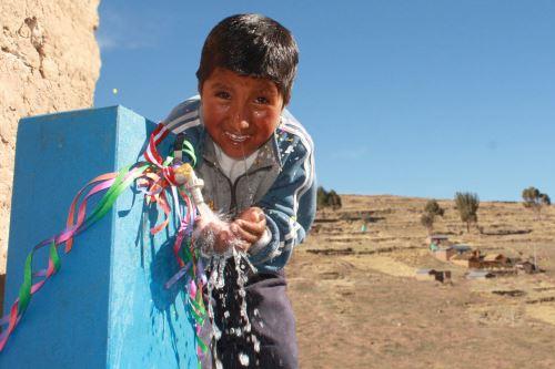 En  distrito de Socos se viene implementando el sistema de cloración de agua por goteo.