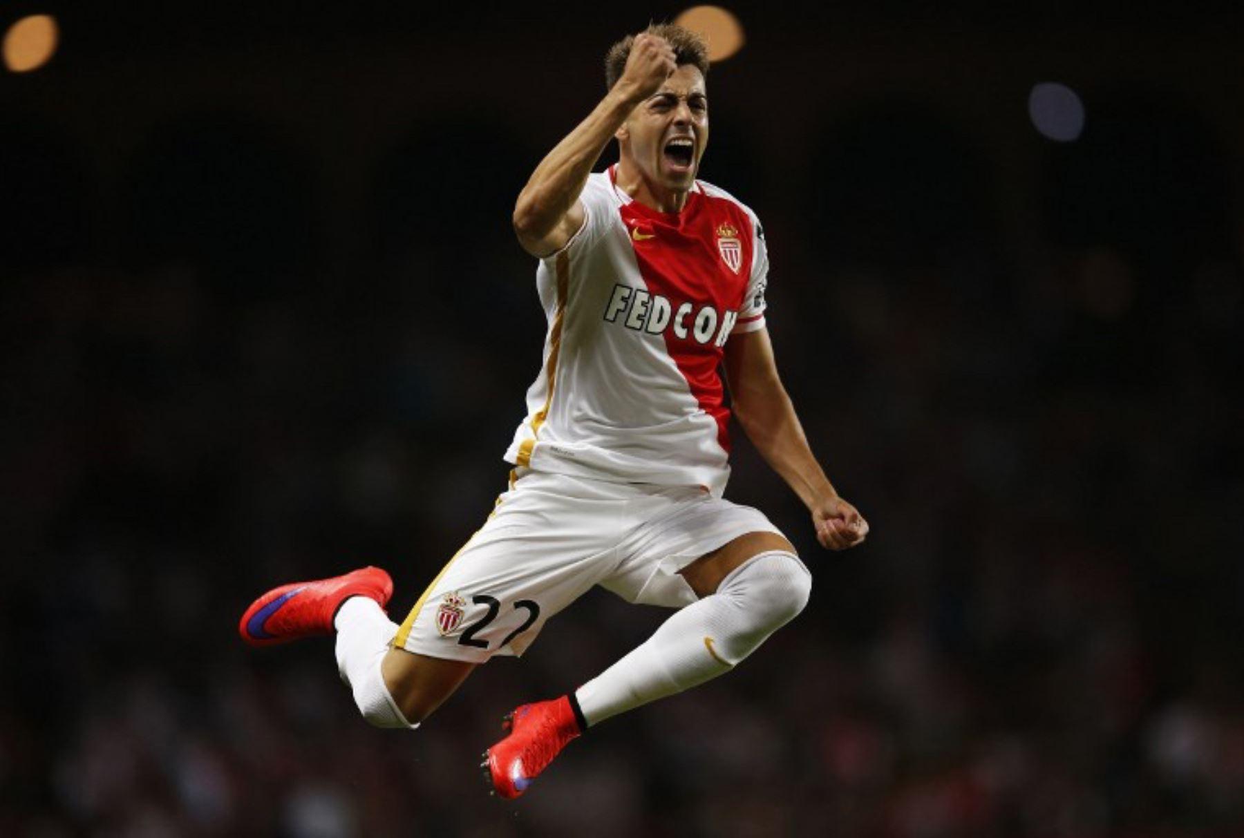 El Delantero del Mónaco Stephan El Shaarawy celebra después de anotar el 4-0 en la UEFA Champions League. Foto: AFP