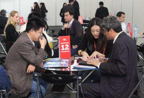 Empresarios chinos en reuniones con sus pares peruanos. Foto: Adex.