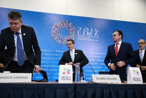 LIMA PERÚ, OCTUBRE 9. Ministro de Economia, Alonso Segura, acompañado por los ministros de economía de la Alianza del Pacifico, ofrecen conferencia de prensa. Foto: ANDINA/Melina Mejía