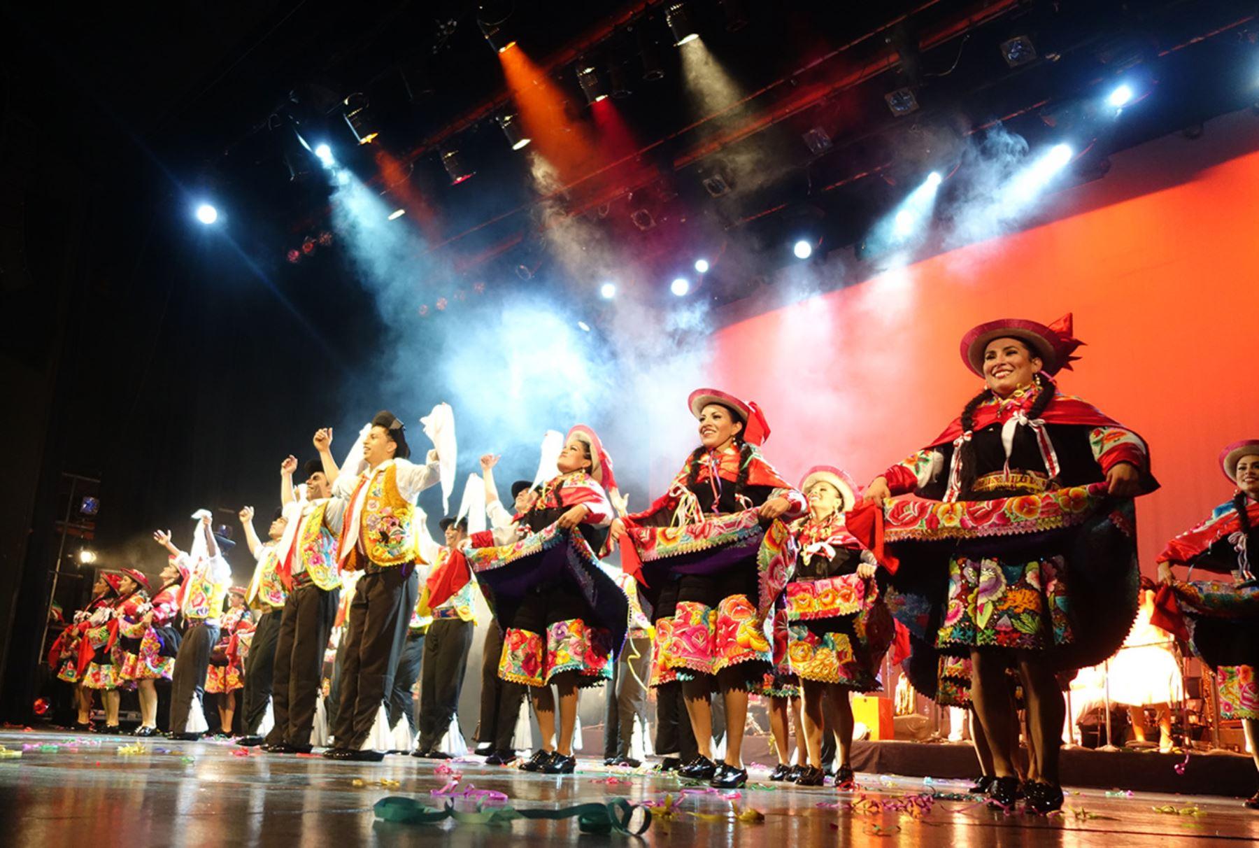 Elenco Nacional de Folclore del Ministerio de Cultura fue ovacionado en el teatro Manuel Doblado, de la ciudad de León (México) en el Festival Internacional Cervantino.Foto: ANDINA/ José Vadillo