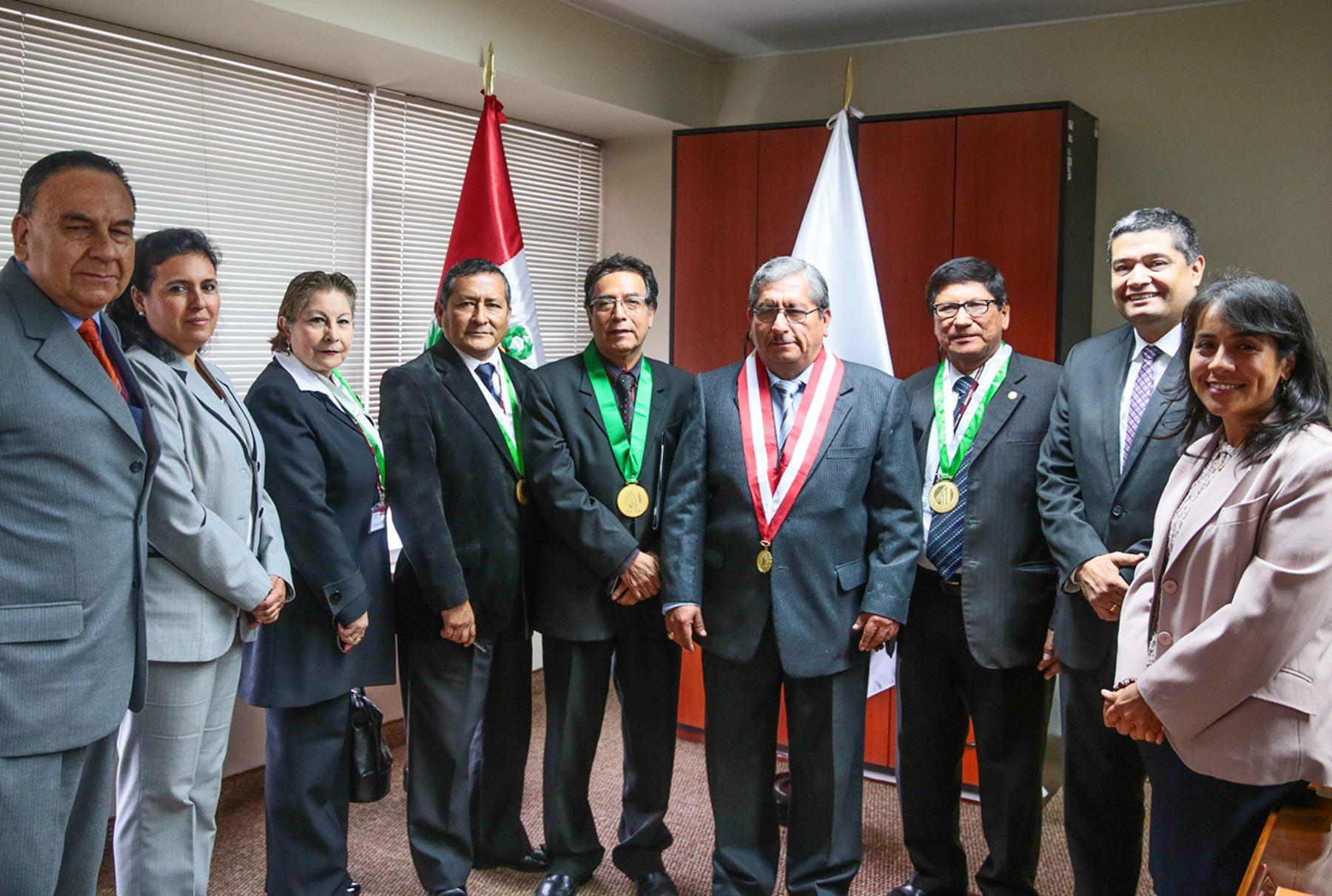 Miembros del colegio de licenciados en administraci n acceder n gratuitamente a el peruano - Colegio de administradores barcelona ...