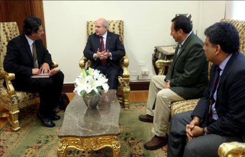 Presidente del Consejo de Ministros se reúne con alcalde del Cusco, Carlos Moscoso.