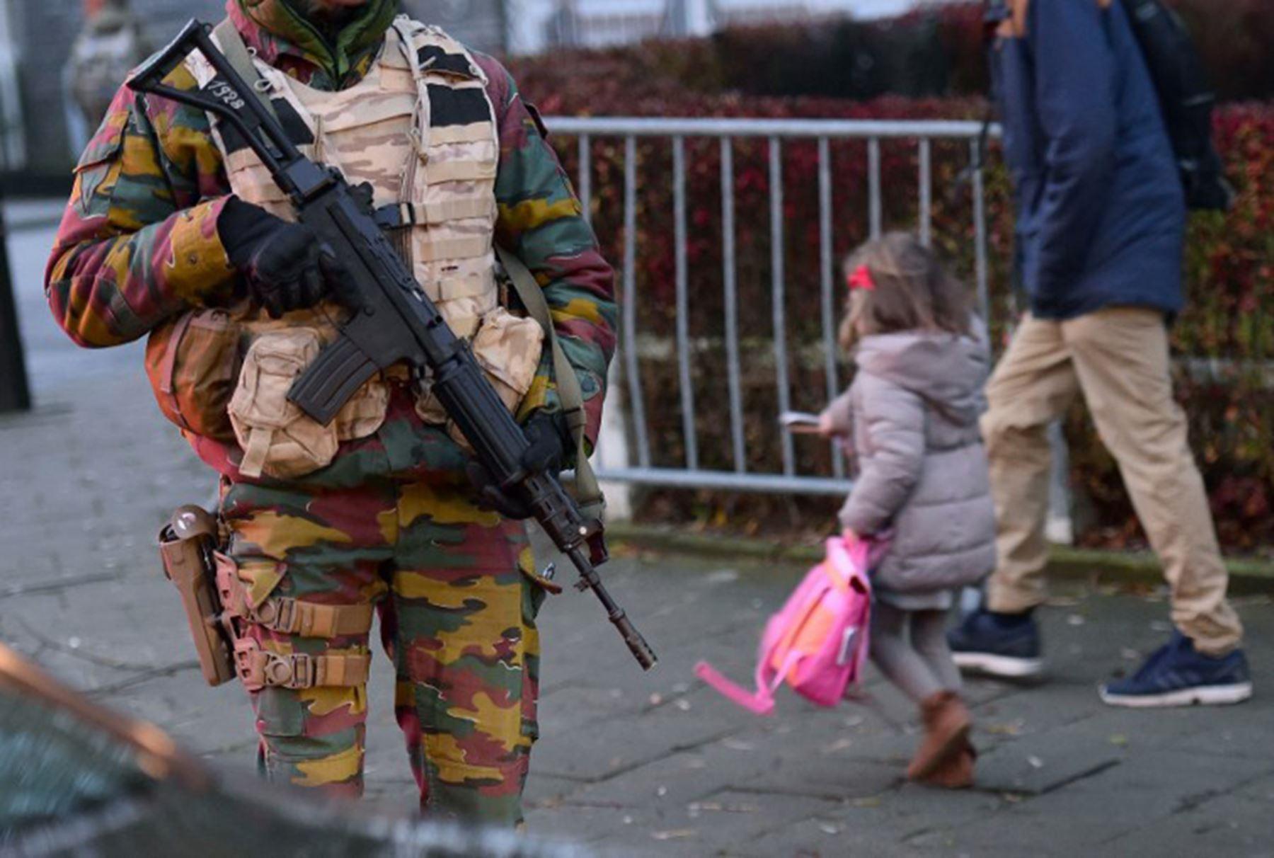 Medidas de seguridad en la escuela el liceo francés en Bruselas. Foto: AFP