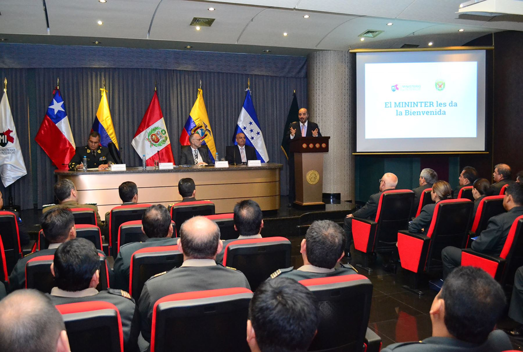 Ministro del interior pnp trabajar nuevo enfoque para for Nuevo ministro del interior peru