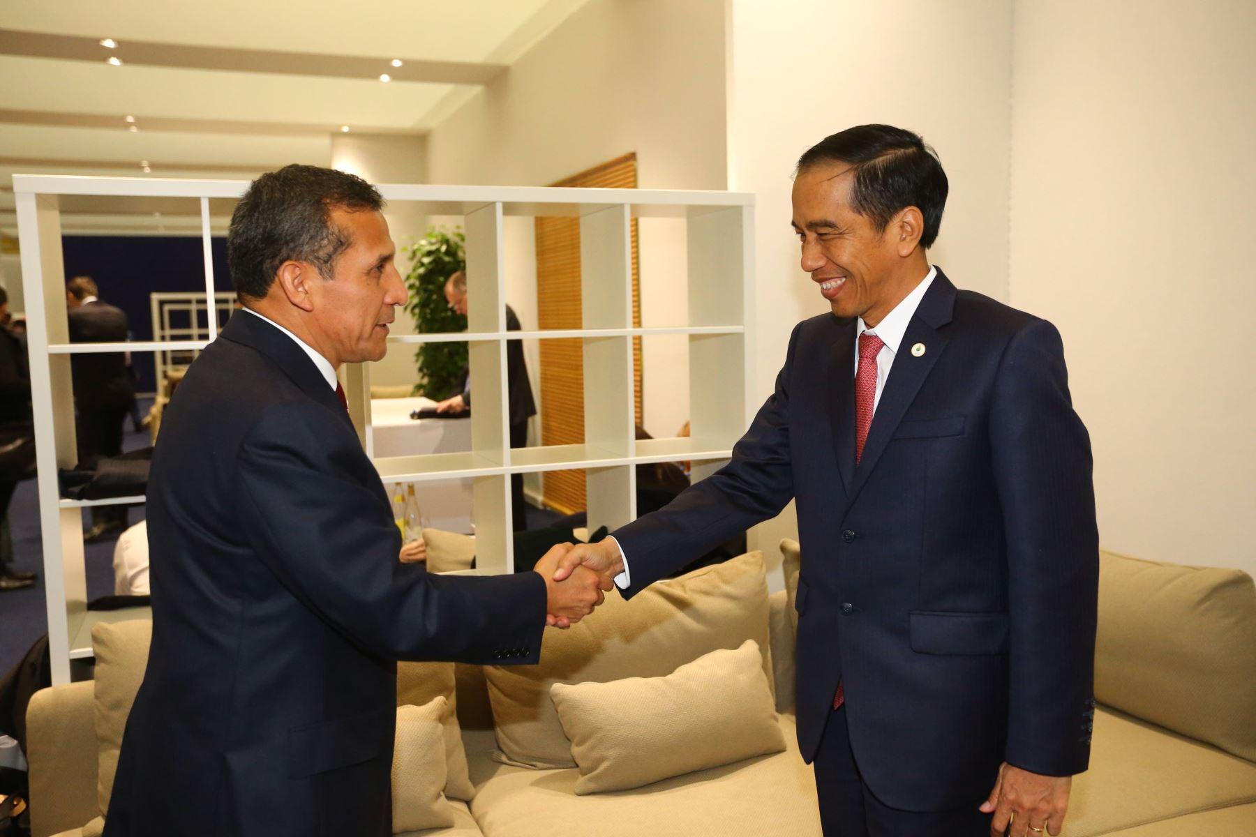 El presidente peruano Ollanta Humala se reunió hoy con su homólogo de Indonesia, Joko Widodo.en París. ANDINA/Presidencia