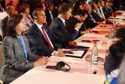 Canciller Ana María Sánchez, participa junto al presidente Ollanta Humala en la COP21 de París.