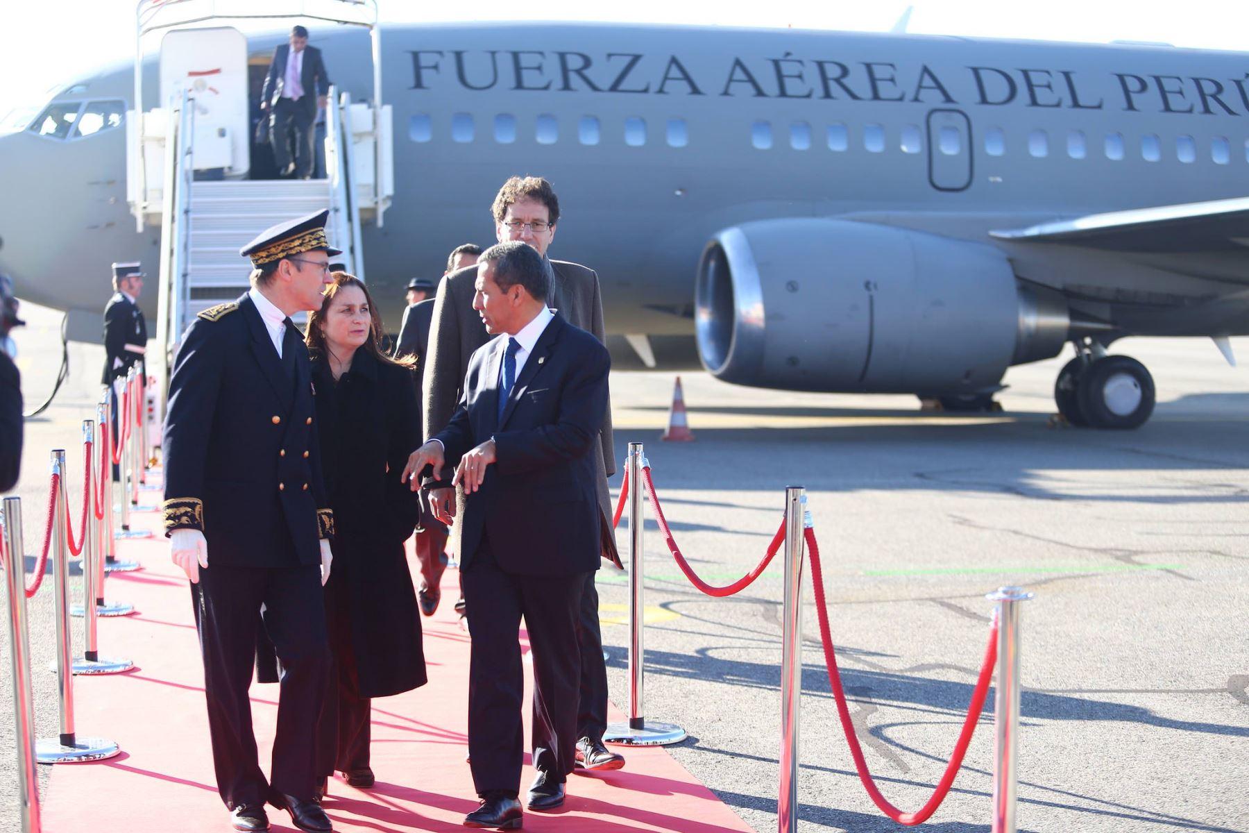 Presidente Ollanta Humala llega a Toulouse para inspeccionar construcción de satélite peruano