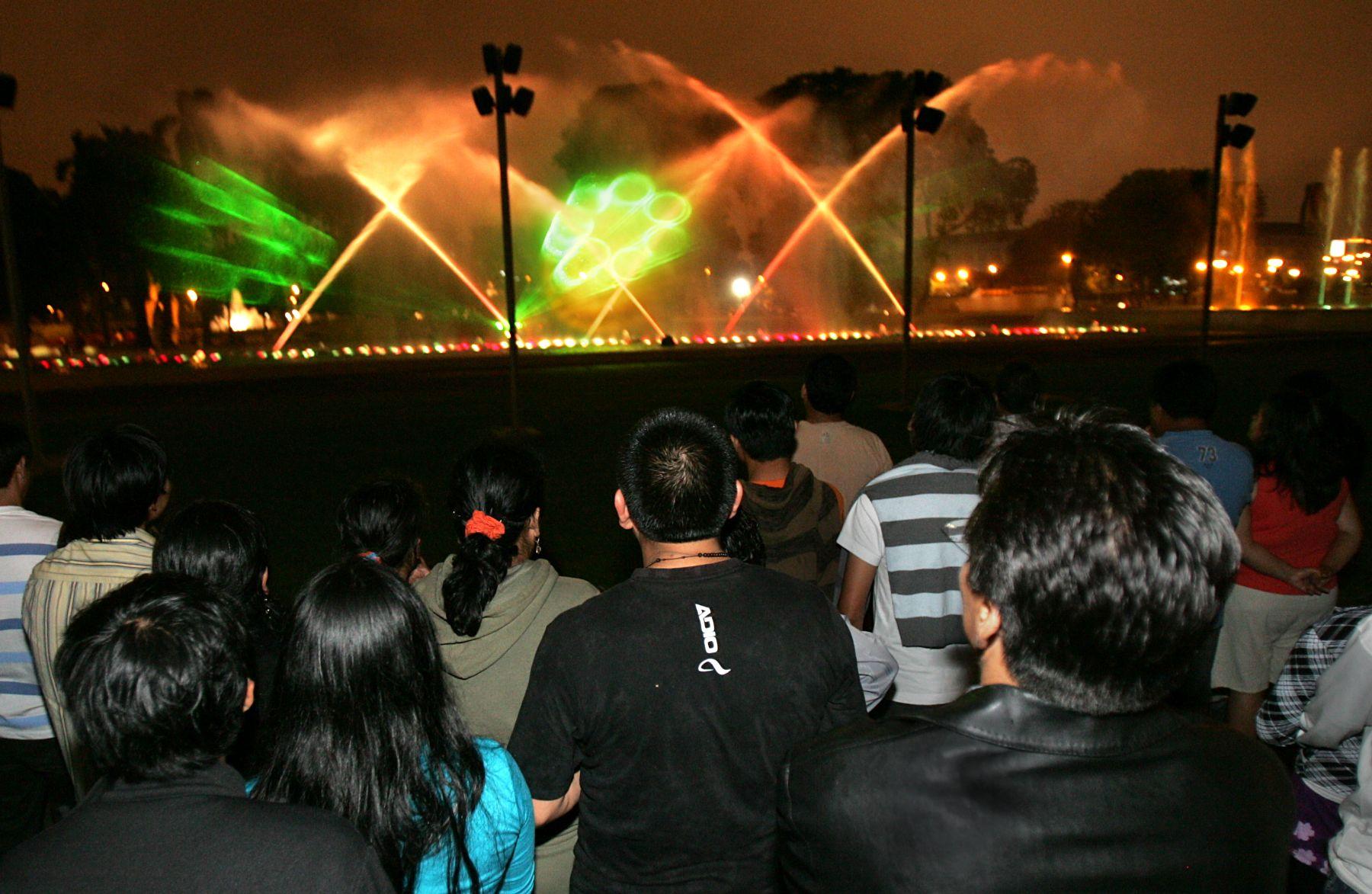 Espect culo de luces muestra circuito m gico del agua por for Lo ultimo en noticias del espectaculo