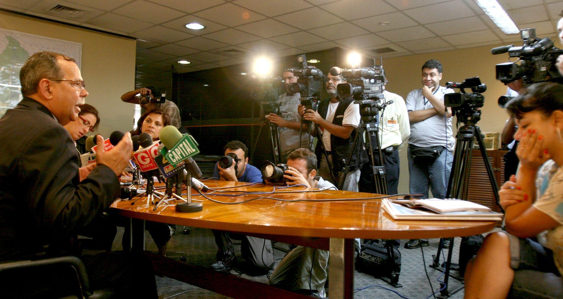 Ministro del interior descarta divisi n en el gabinete por for Gabinete del ministro del interior
