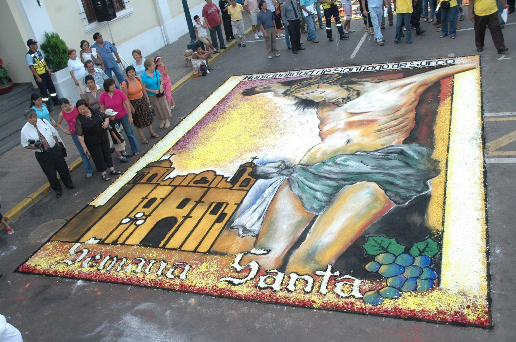 Con cinco toneladas de flores elaborar n alfombras y arcos for El paraiso de las alfombras