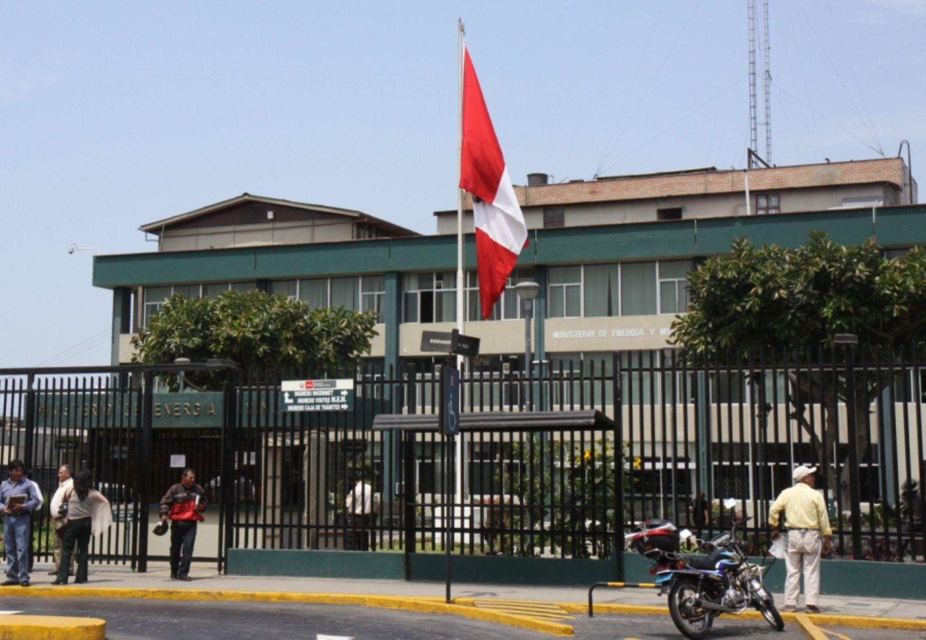 Mem designa a arturo v squez viceministro de energ a for Ministerio de minas