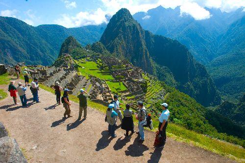 Tourists visiting the Inca citadel of Machu Picchu. Photo:ANDINA/Alberto Orbegoso