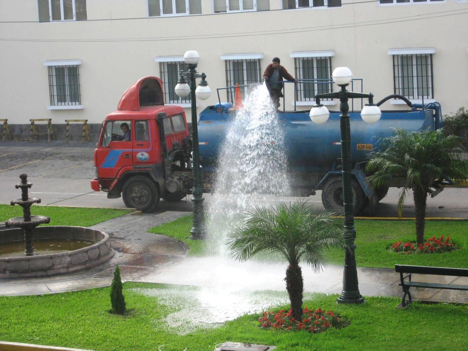 Promueven riego de parques y jardines p blicos con aguas for Aspersores para riego de jardin
