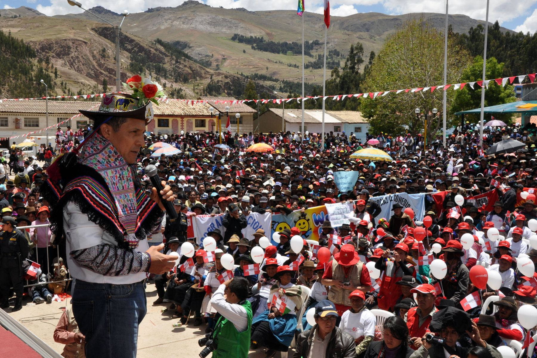 Peruvian President Ollanta Humala launches Pension 65 social program in Yauli, Huancavelica. Photo:ANDINA/Prensa Presidencia