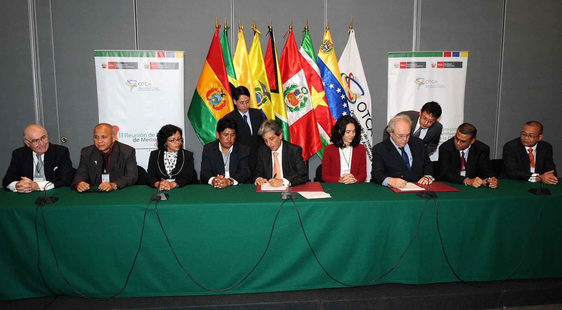 Los Ministros del Ambiente de la Organización del Tratado de Cooperación Amazónica suscribieron en la sede de la Cancillería los Compromisos de Lima, resultado de la II Reunión de Ministros del Ambiente de la OTCA .  Foto: ANDINA/RREE/Daniel Malpica.