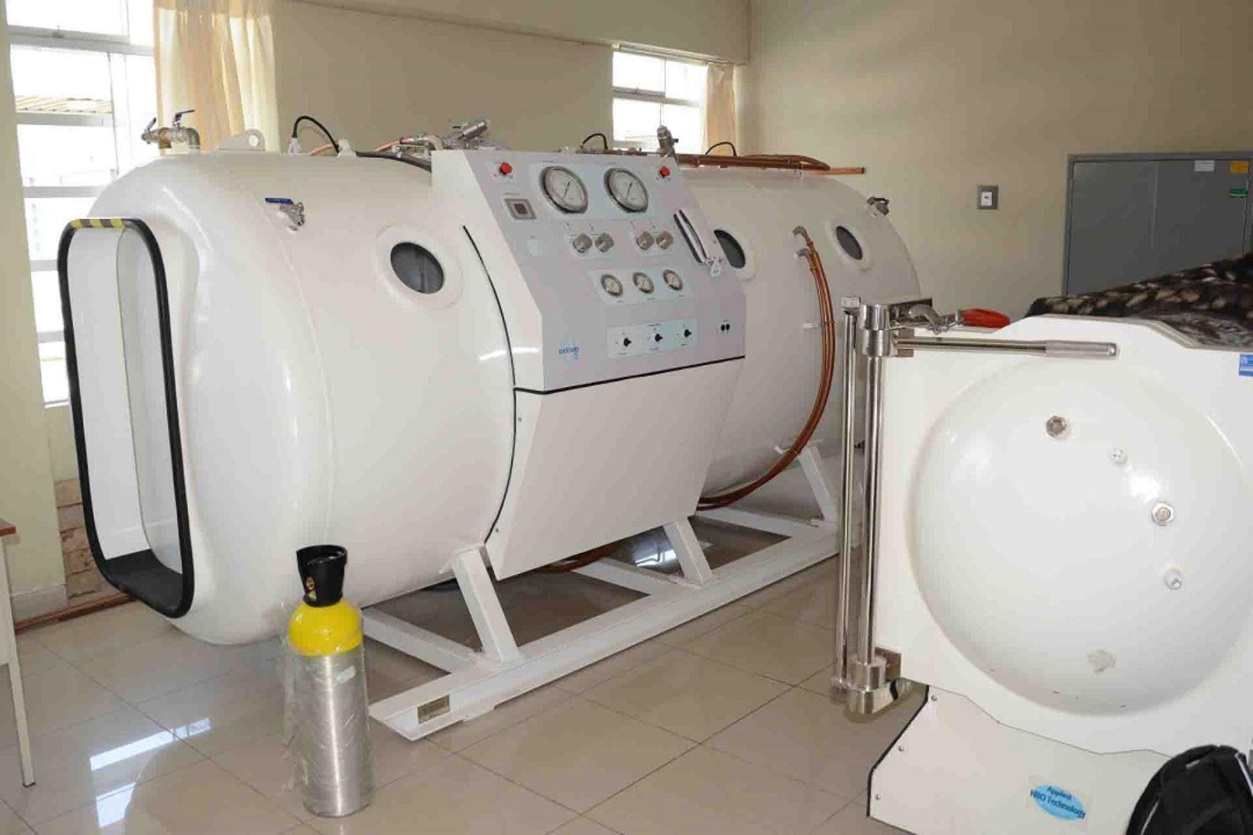 Nueva cámara hiperbárica en el Hospital San Juan de Dios de Pisco. Carthago Servicios Técnicos. Instaladores de gas y equipos a presión en Cartagena.