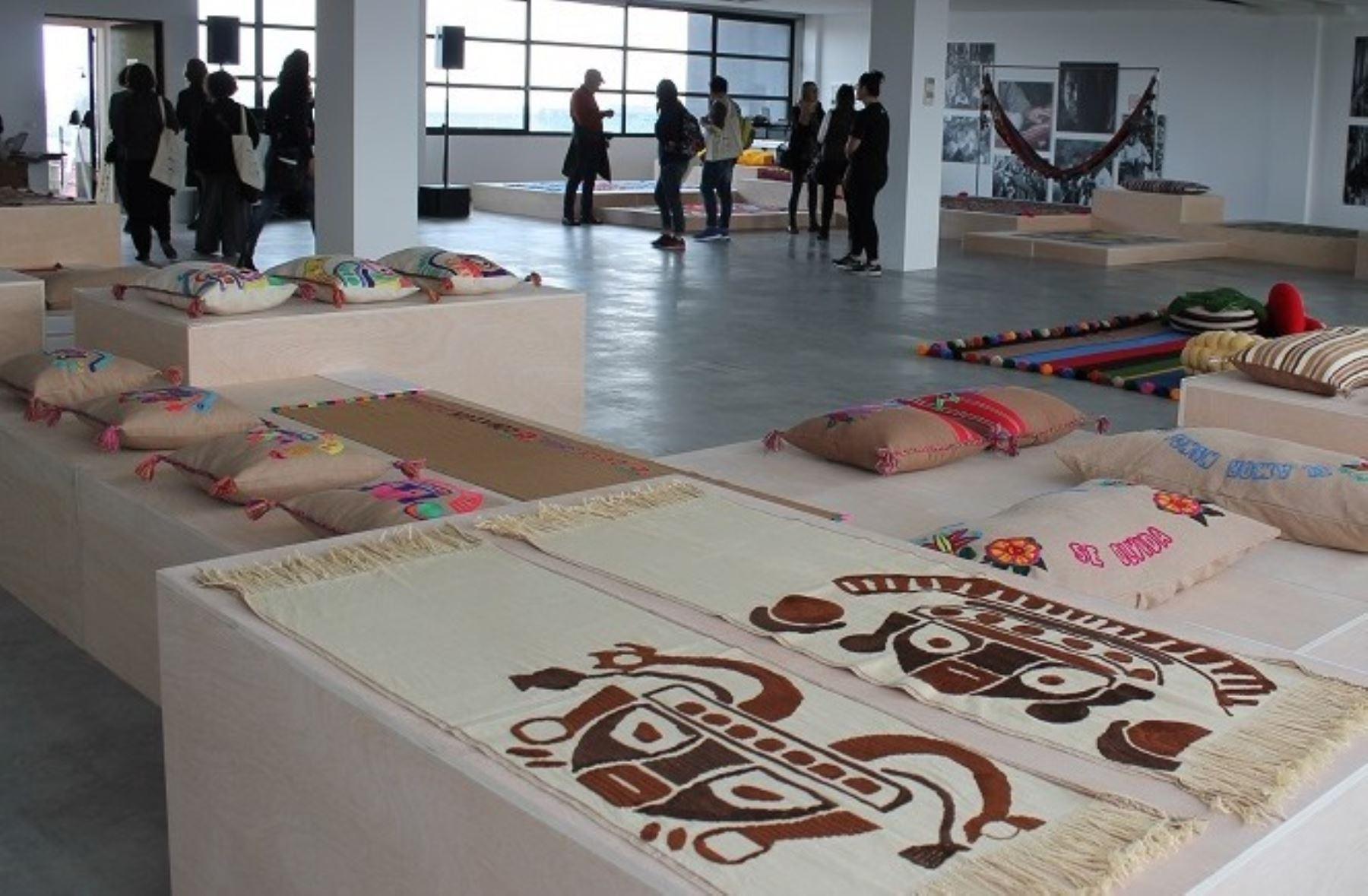 Colecci n de textiles elaborado por artesanos peruanos se - Disenos textiles del mediterraneo ...