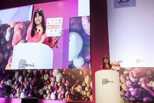 Ministra Magali Silva durante clausura del Foro Mundial de Turismo Gastronómico. Foto: Difusión.