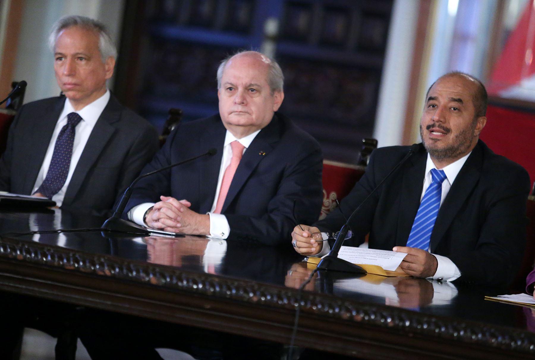 Lima per mayo 05 premier pedro cateriano acompa ado for Nombre del ministro de interior y justicia 2016