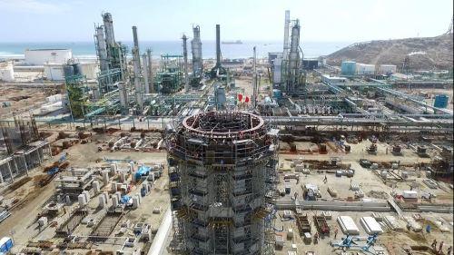 La construcción de la nueva refinería de Talara presenta un avance del 37.28 por ciento, lo cual es ligeramente superior al planeado para este periodo, informó Petroperú.