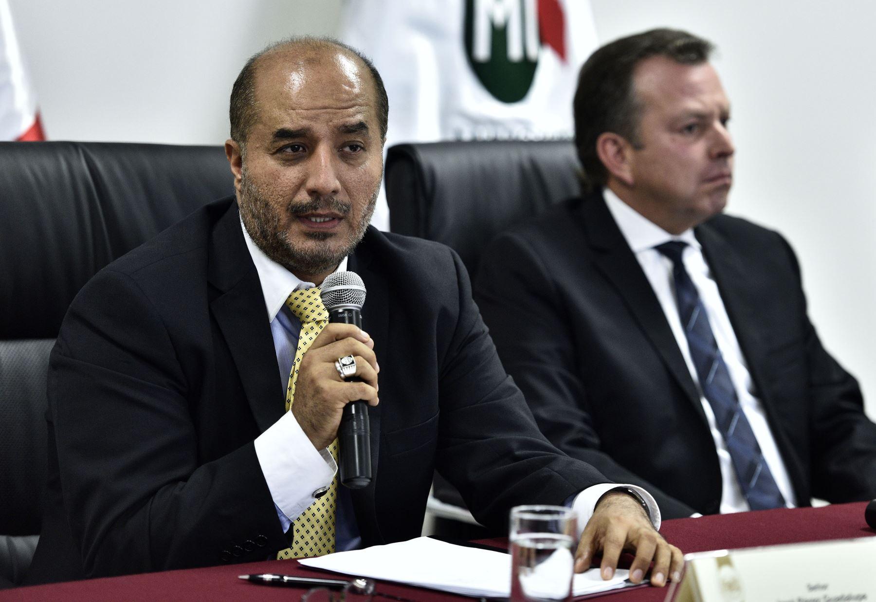 Lima per mayo 20 el ministro de defensa jakke valakivi for Foto del ministro del interior