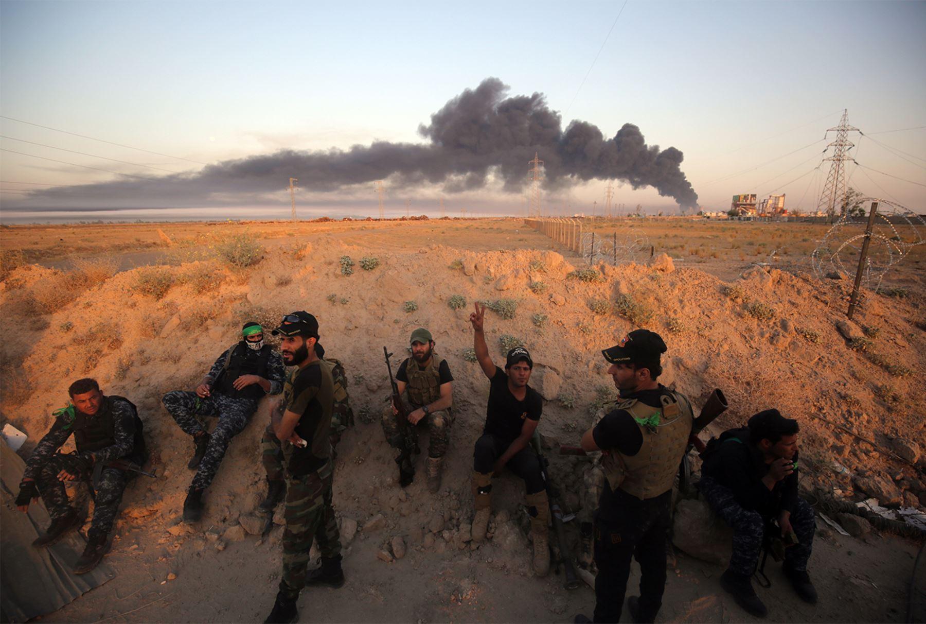 Fuerzas progubernamentales iraquíes avanzan hacia la ciudad de Faluya el 23 de mayo de 2016, como parte de un importante asalto para retomar la ciudad en manos del Estado Islámico (IS)  AFP PHOTO / AHMAD AL-RUBAYE