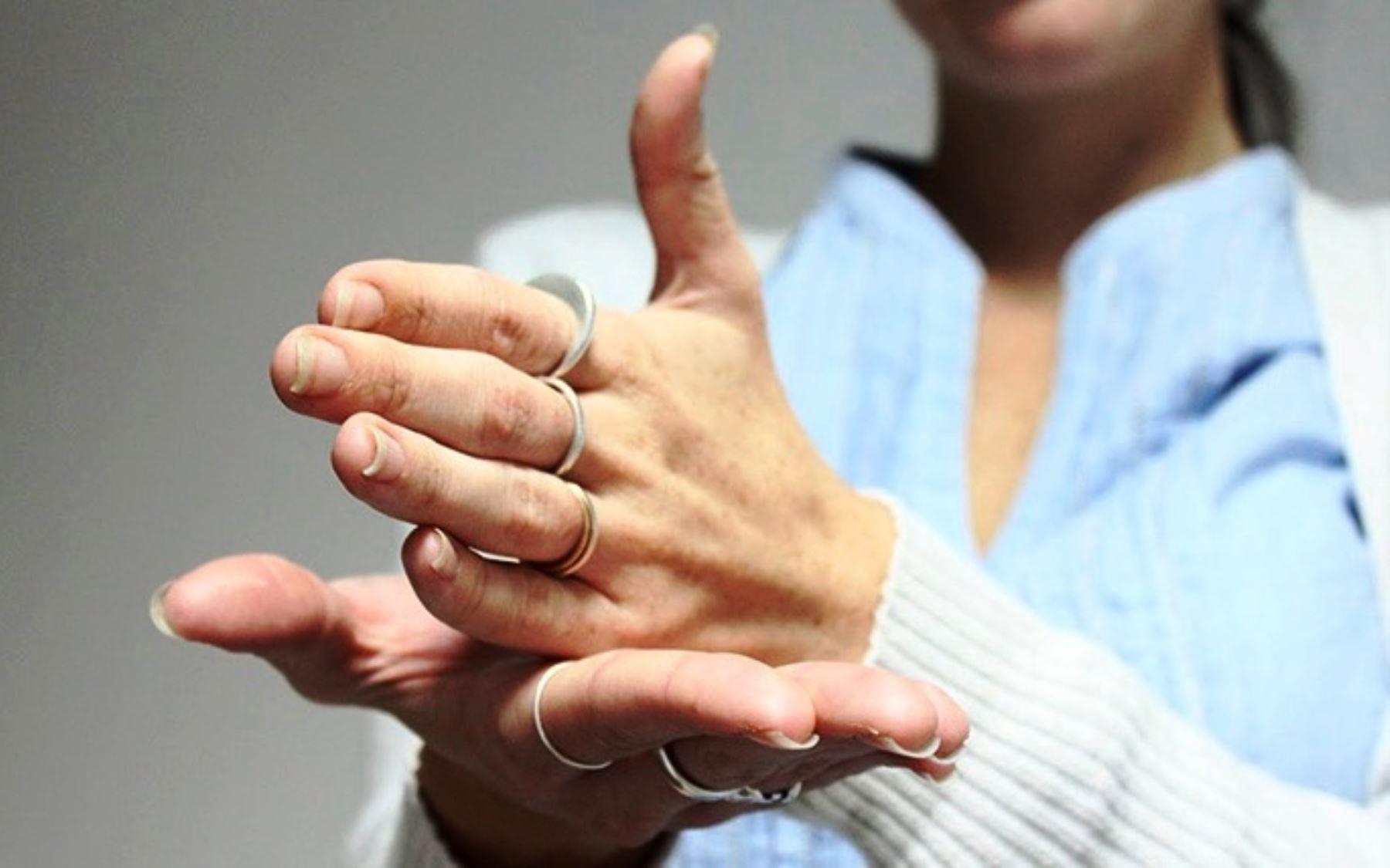 Nuevo reglamento sobre lengua de señas beneficia a más de 700,000 personas   Comparte información, comparte valores © Copyright Agencia Peruana de noticias Andina