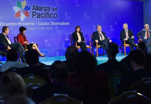 Canciller Ana María Sánchez participa en foro sobre educación desarrollo en reunión de la Alianza del Pacífico en Chile. Foto: Difusión.