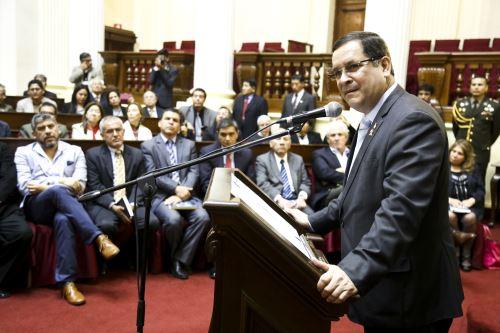 El presidente del Congreso, Luis Iberico Núñez, y la legisladora Luz Salgado Rubianes, participaron en la ceremonia de condecoración con la Medalla de Honor del Parlamento a destacados profesionales del periodismo peruano. Difusión
