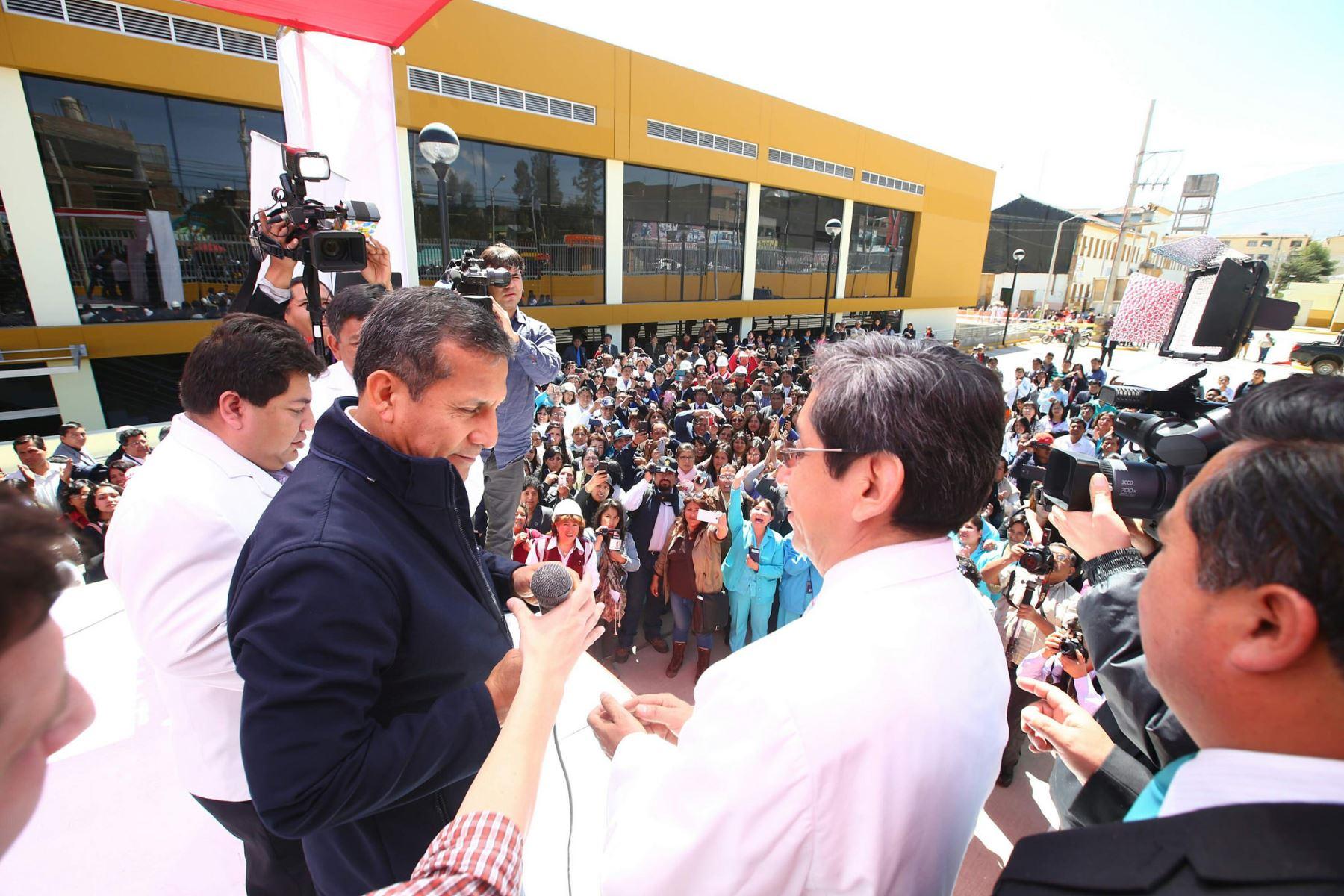 http://portal.andina.com.pe/EDPfotografia3/Thumbnail/2016/07/19/000366140W.jpg