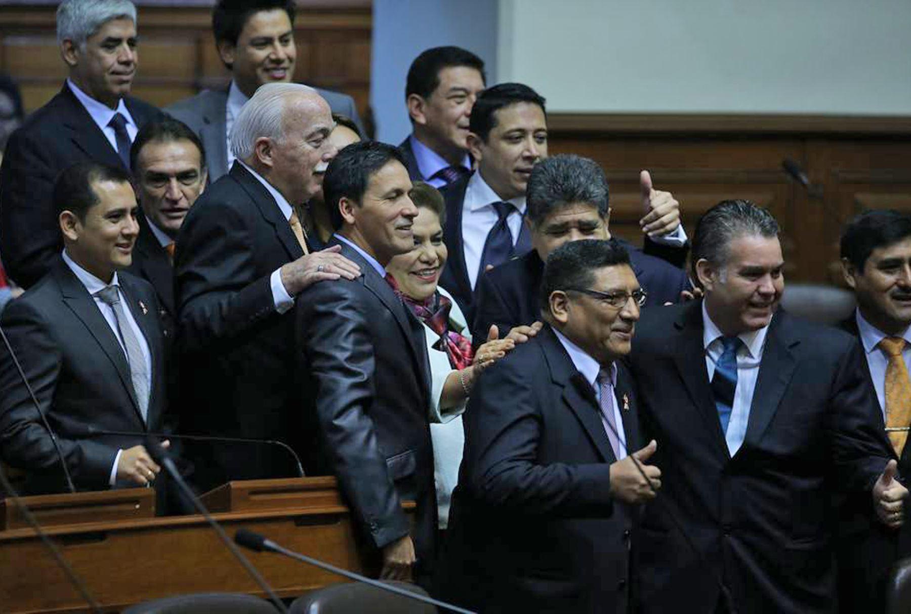 LIMA,PERÚ-JULIO 21. Se inicia, en el hemiciclo del Congreso, la ceremonia en que la Junta Preparatoria, presidida por Kenji Fujimori, juramentará a los 130 parlamentarios electos. Foto:ANDINA/ Juan Carlos Guzman