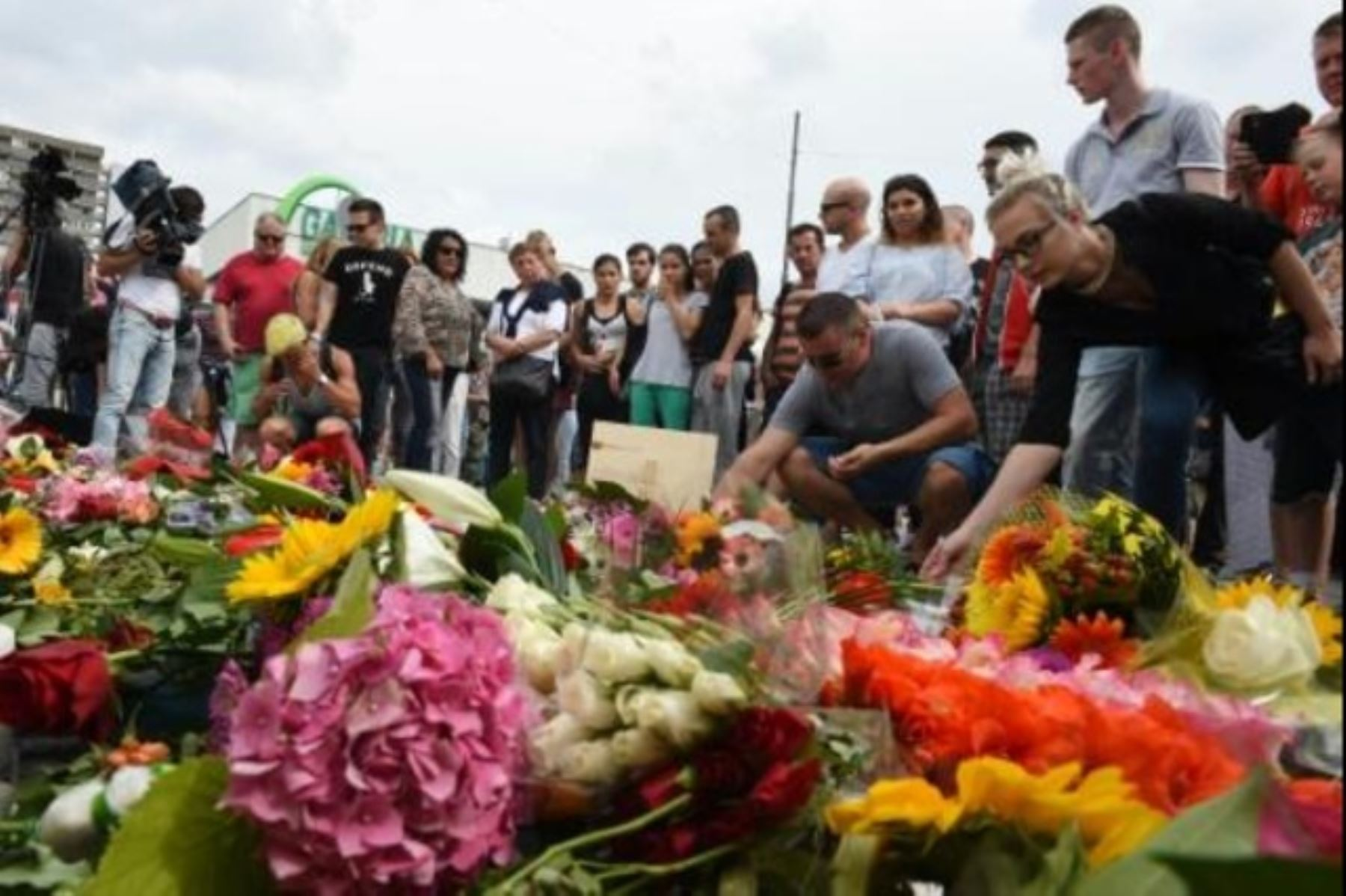 Velas, flores y lágrimas tras la matanza de Múnich Foto: AFP