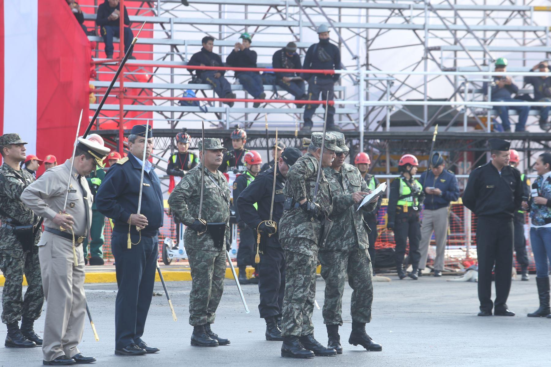 LIMA PERÚ, JULIO 27. Batallones de las fuerzas armadas ensayan para la parada militar. Foto/Melina Mejia