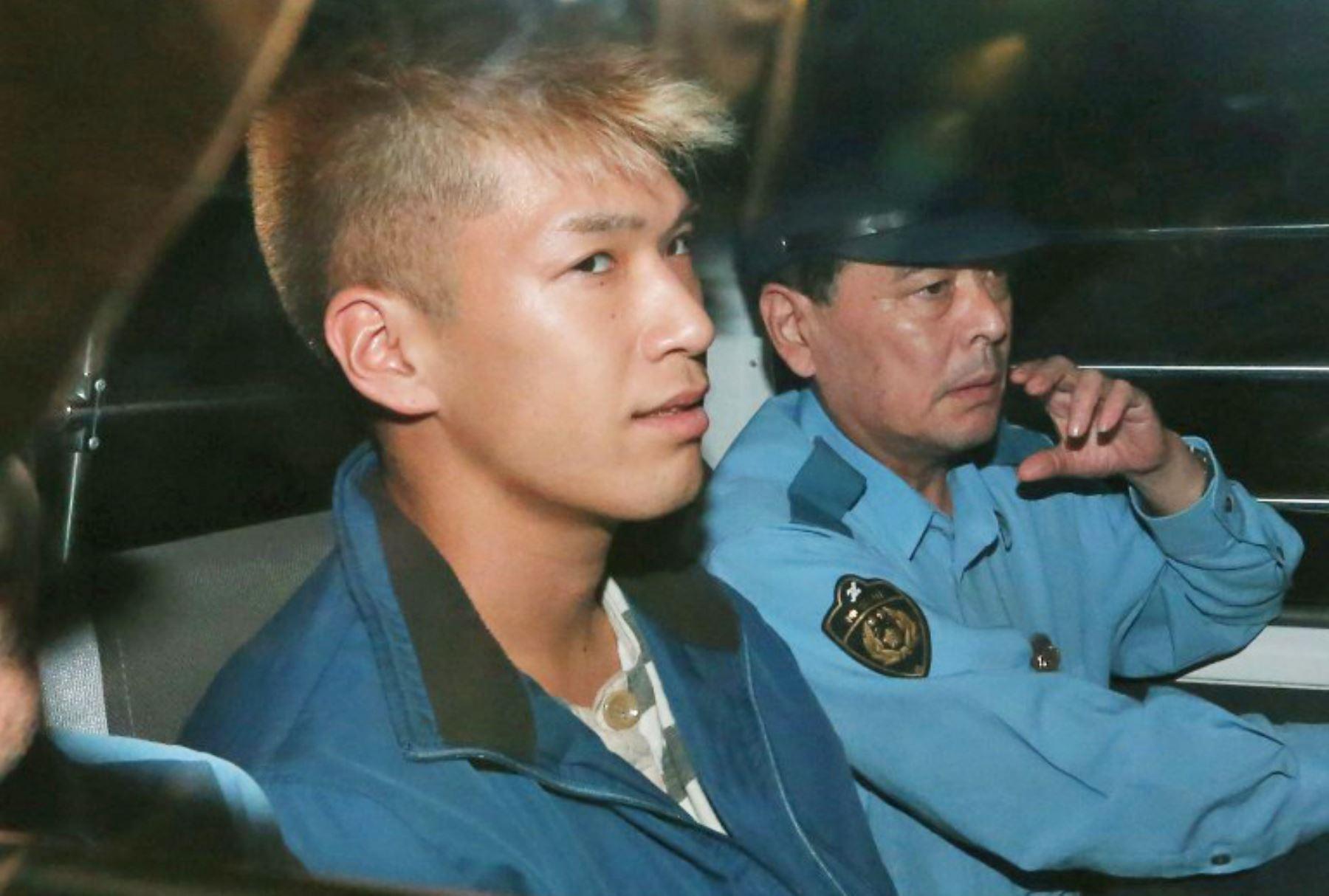 Sospechoso de asesinato Satoshi Uematsu es trasladado por la policía Tsukui en Sagamihara, Japón. Foto: AFP