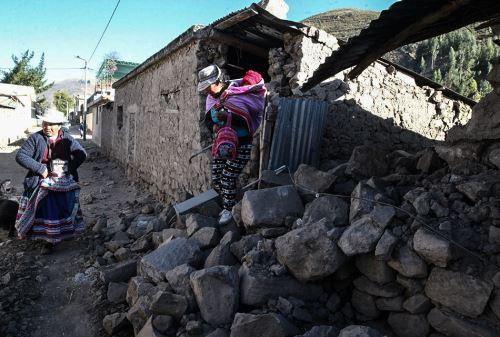 Pobladores de Caylloma recibirán bonos para reconstruir sus viviendas. ANDINA