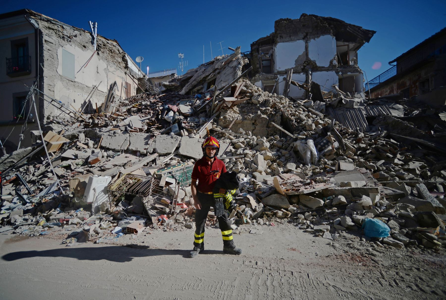 El fuerte terremoto de 6,2 grados que sacudió el centro de Italia, elevó a 247 el número de muertos. Foto: AFP
