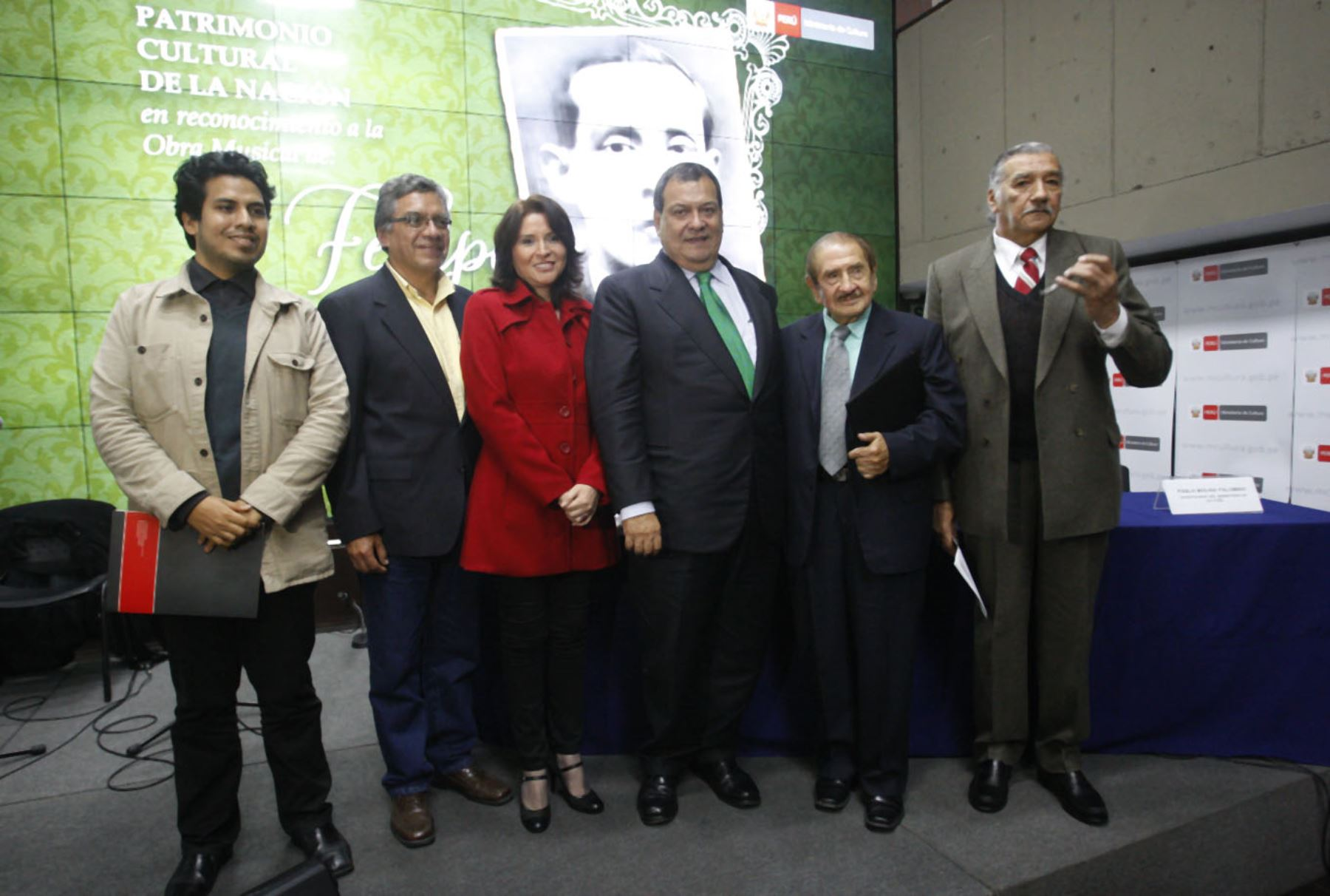 Ministro de Cultura, Jorge Nieto, rindió homenaje a compositor Felipe Pinglo. ANDINA/Eddy Ramos