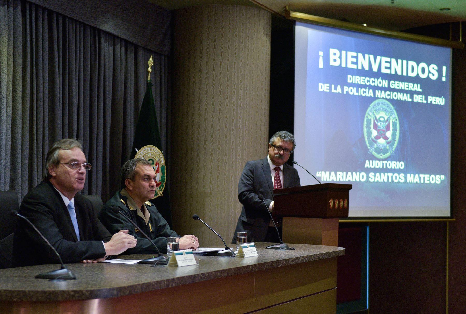 Lima per setiembre 02 conferencia de prensa del ministro for Foto del ministro del interior