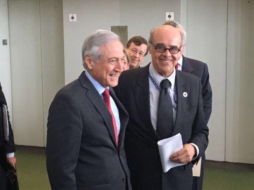 Cancilleres de Perú, Ricardo Luna, y de Chile, Heraldo Muñoz, se reunieron hoy en Nueva York. Foto: Twitter. @CancilleriaPeru