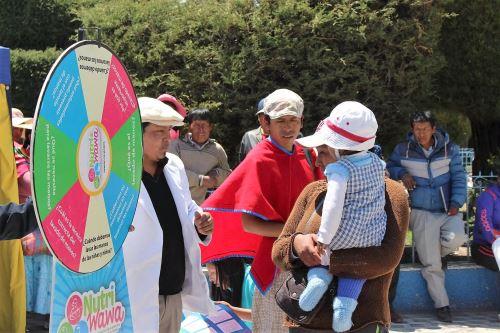 Especialistas orientan y capacitan a madres de familia de Puno para una alimentación adecuada de sus hijos. ANDINA