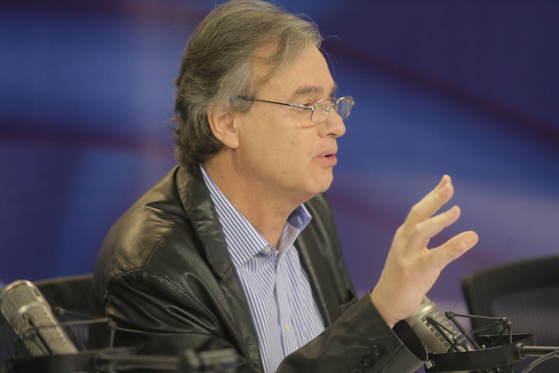Carlos basombr o ministro del interior foto jhonny laurente for Foto del ministro del interior